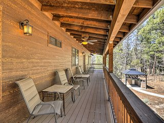 Spacious Pinetop-Lakeside Home w/Hot Tub on 1 Acre