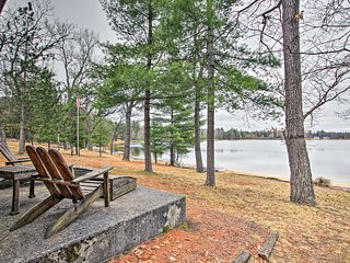 NEW! Cabin w/Boats, Fire Pit & Deck On Little Lake