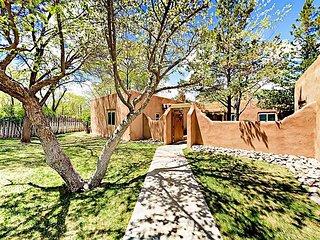 Pinon Treasure - Delightful Studio in Gated Community, Walk to Taos Plaza