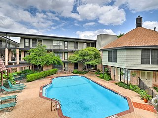NEW! Austin Condo w/Pool -Walk to Mall/Restaurants