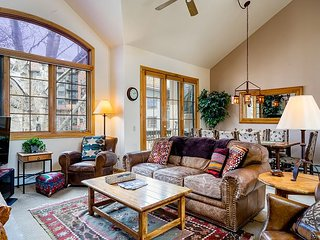4BR/4BA Ironwood Condo w/ Hot Tub & Private Patio - Ski, Walk to Gondola Sq