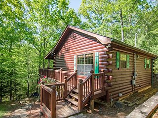 Cozy, Pet Friendly Cherry Log Cabin Rental! 3Bedroom, 2 Bath!