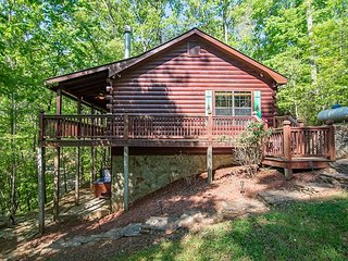 Cozy, Pet Friendly Cherry Log Cabin Rental! 3Bedroom, 2 Bath!