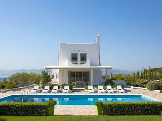 Skaloma Villa Sleeps 20 with Pool and Air Con - 5624578