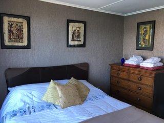 Master Bedroom Kingsize Bed