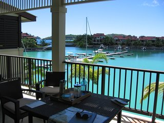Luxury apartment sea view on Eden Island (private island)