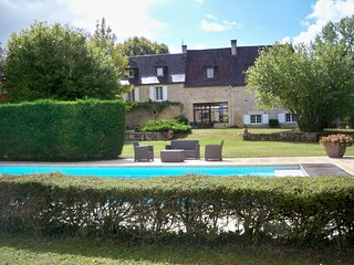 LES TEYSSIERES - HIGH QUALITY, NEWLY RENOVATED STONE PROPERTY WITH PRIVATE POOL