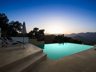 Infinity pool (9 meters long by 5.5 meters wide)