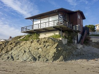 Iconic Oceanfront Cayucos Beach Home, Panoramic View Room, Direct Beach Access!