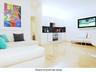 Pristine luxury modern one bedroom apartment in superb central London location