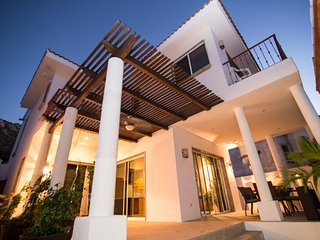 King size bedroom in Pedregal villa, Best location Cabo near the marina