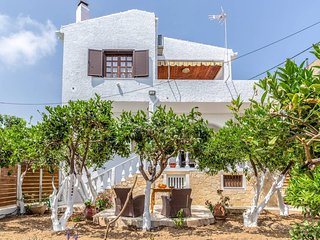 Charming  BEACHFRONT Agia Pelagia Green House Apartment & Lush Gardens Will Wow