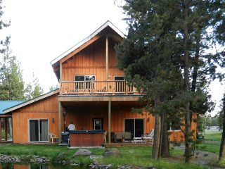 Homestead Lodge / Cabin has 5 BRs and 4+ bathrooms on 3.25 forested acres, south of Sunriver, OR.