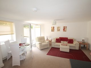 PENTIRE MEWS NR FISTRAL BEACH 2 Bed GF  sleeps 4 with private parking and WIFI,