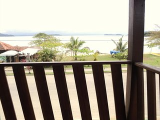 Flats/duas suites, frente ao mar, prox. ao Centro,com Tvs, ar condicionado, WIFI