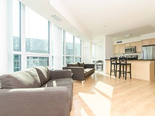 CN Tower 2BD 2BT Condo by Union Stn