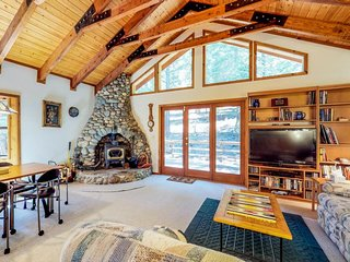 Peaceful home with wet sauna, plenty of space near golf, skiing, and town