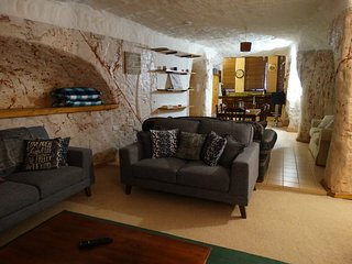 Dinky Di's Dugout - Spacious and airy underground home, 2 b/rooms, 2 bathrooms