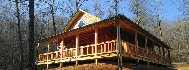 secluded Cedar Log cabin. sleeps 7. fireplace, fully equipped kitchen, dishwasher, 4 mi  north Ponca