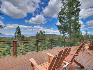 NEW LISTING - Pet-friendly Tahoe Donner 3BR with Amazing Mountain Views!