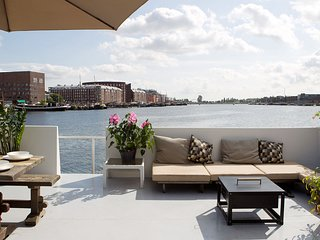 Harbour View Houseboat Apartment