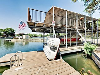 Lazy Cove - Lakefront on Lake LBJ w/ Private Dock, Paddle Boat & SUPs!