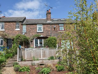LUCKY COTTAGE, woodburner, off road parking, garden, in Foxt, Ref 22317