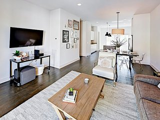 All-Suite 3BR/3.5BA Townhome w/ Private Rooftop Deck - 2 Miles to Downtown