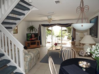 STUNNING SEA SIDE TOWN HOME!!! IMMACULATE GATED COMPLEX, PRVT BEACH ACCESS, WIFI