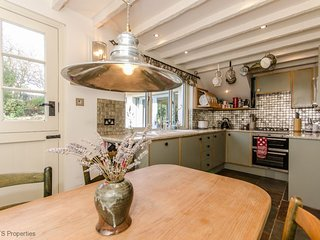 3 br Pretty cottage near St  Andrews with garden