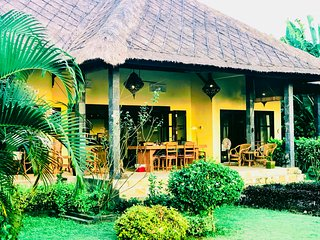 Strandhuis/Beachfront House 'Ayu' with private cook, private pool