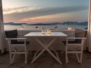 Stunning three-bedroom Hemera Holiday Home family-friendly villa on the caldera