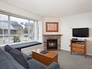 Eagle Lodge Studio with Mountain Views & Free wifi
