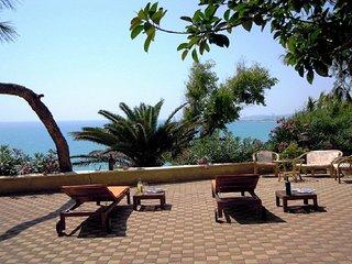 Villa 50 meters above the sea, 11 people, 5 bedrooms, 5 bathrooms, air condition