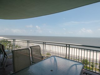 8th Floor Legacy I Condo w/ Private Balcony, Ocean Views & Resort Amenities