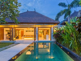 2 Bedroom Poolvilla with private Tropical garden and pool
