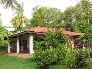 Moon Villa- Holiday Villa in Mirissa