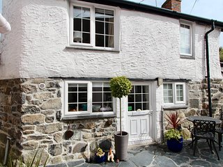 Ginentonic Self Catering Cottage. The Square, St Keverne.