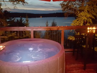 Romantic Lake View Cottage for 2 private hot tub -The loft