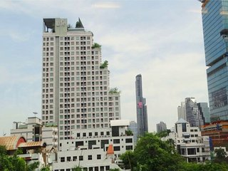 1 Bed Apartment Life at Sathorn 10