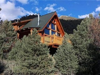 Luxurious Sierra Nevada Cabin on 150 Acres