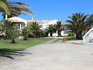 Villa Azzura  in front of the beach in the north of Corfu island