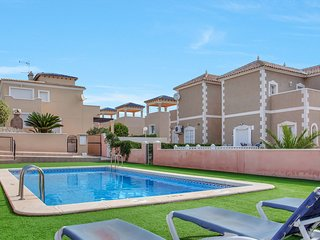 Beautiful Three Bedroom Detached  Villa with Roof Solarium and Communal Pool