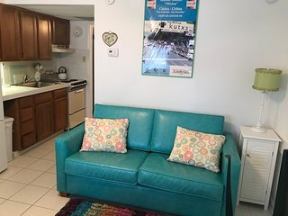 Rain got you down? Book your sunshine at our beachblock condo