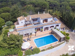 Villa Arrochela - Beautiful Non-Overlooked 5 Bedroom Villa with Pool and Jacuzzi