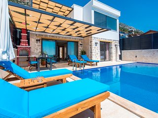 Brand New Luxury 2 Bedroom Villa with Secluded Infinity Pool & Superb Sea Views