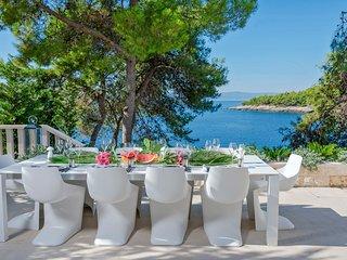 5 bedroom Villa in Sumartin, Splitsko-Dalmatinska Zupanija, Croatia : ref 541000