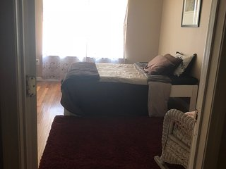 Master bedroom with private bath/1 mike to beach/5 min walk to downtown