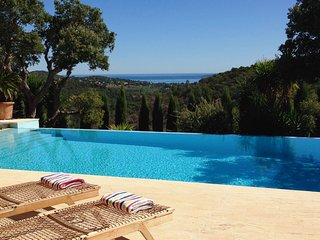 Stunning contemporary Villa with sea views gulf of St Tropez sleeps 8
