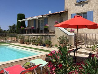 LS2-287 OUSTAU charming house with a beautiful view in the Alpilles